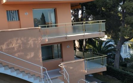 Продажа жилого здания в городе Салоу, Испания