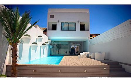 Трехэтажная вилла на пляже Мальвароса в Валенсии