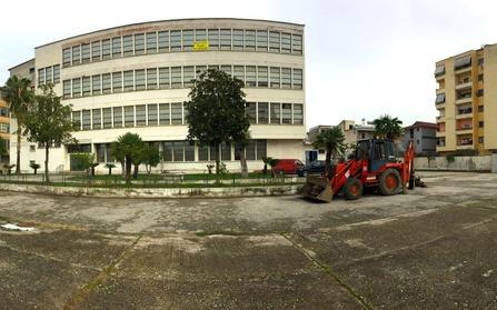 Продажа бывшего завода по производству итальянской обуви, Албания